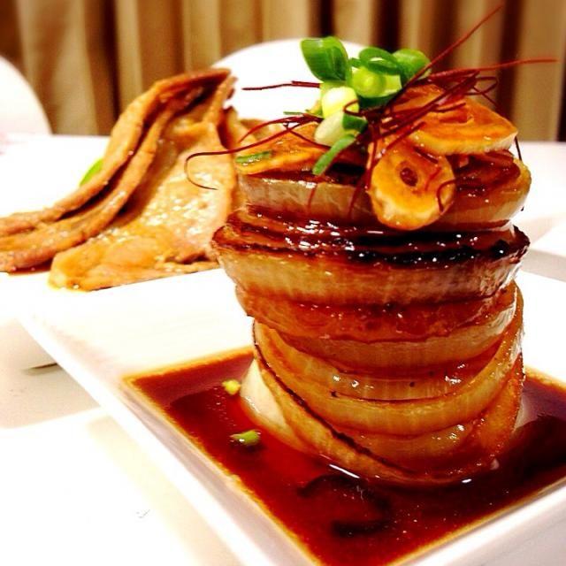 玉ねぎの消費をしようと、 ガリバタ醤油でソテーしました♪イケる 肉料理を副菜にしてしまった暴挙をお許し下さいm(._.)m - 363件のもぐもぐ - 新玉ねぎのタワーステーキ♬お肉料理を添えて♬ by amzngluv0712
