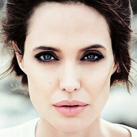 angelina jolie /pretty make-up