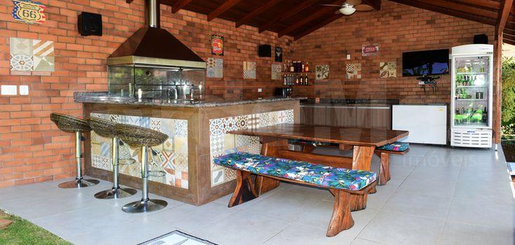 Park Lane Guarujá  - Loteamento na praia do Pernambuco, cercado pela natureza com praça, ruas pavimentadas e arborizadas. Com extensa área de recreação reúne quadra de tenis, campo de futebol, salão de festas, playground sauna e churrasqueira. Os moradores contam com conforto e tranquilidade proporcionados pela segurança 24 horas.