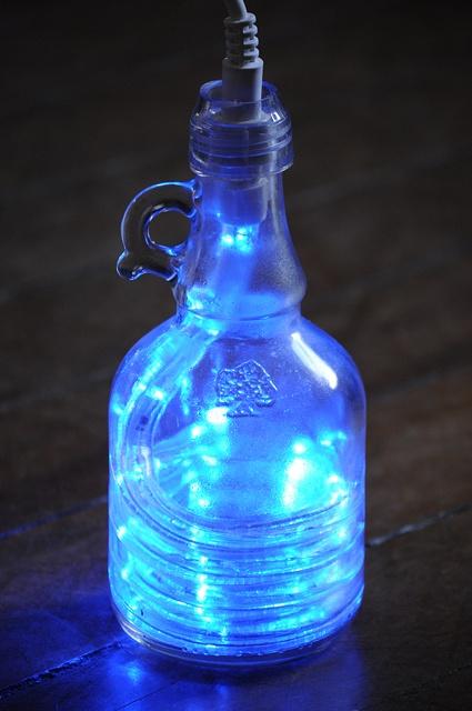 Luminária feita de garrafa de azeite