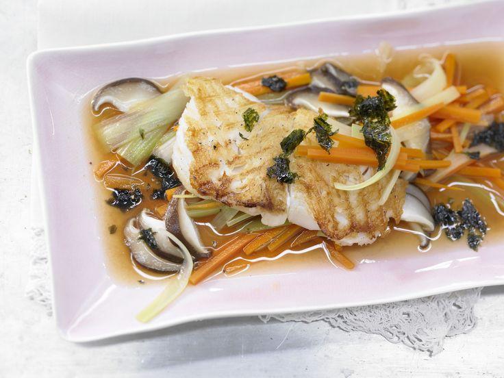 Gegrillter Heilbutt - mit Misosuppe - smarter - Kalorien: 216 Kcal - Zeit: 30 Min. | eatsmarter.de Bei der Eskimo-Diät stehen besonders Fisch und Gemüse auf dem Speiseplan. Heilbutt mit Misosuppe - typisch japanische Küche.