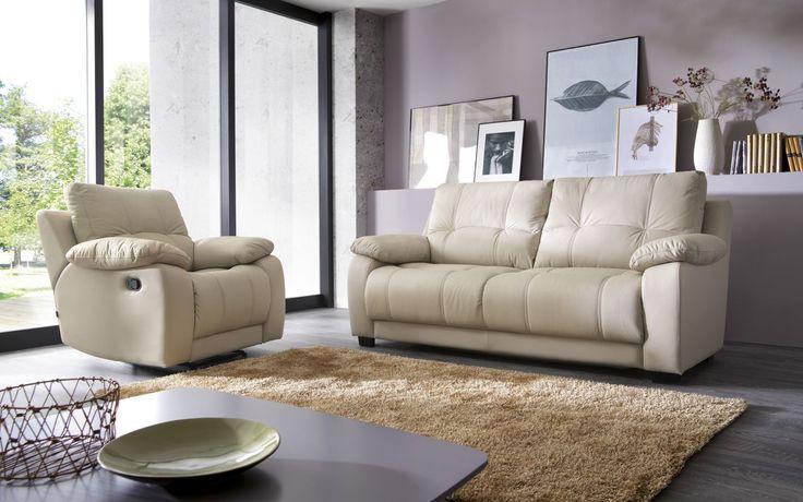 Prawdziwy relaks na sofie i fotelu Re-laks. Pozwól sobie na niego. Tradycyjne wzornictwo, niezwykły komfort i wysoka jakość. #galaprimo #galacollezione #dosalonu #inspiracje #inspiration #furnituredesign #sofadesign #design #interiordesign #meble #furniture