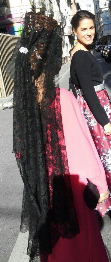 Madrina de boda de mantilla española. Amamos nuestro trabajo