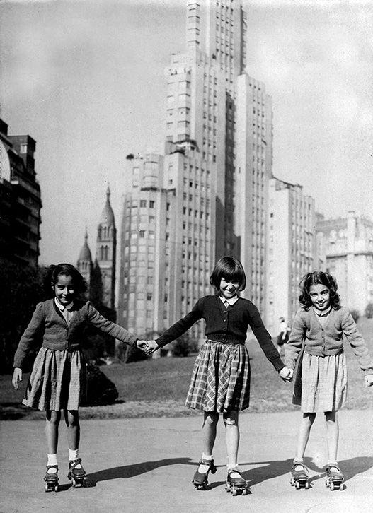Girls roller skating in Plaza San Martin - 1960