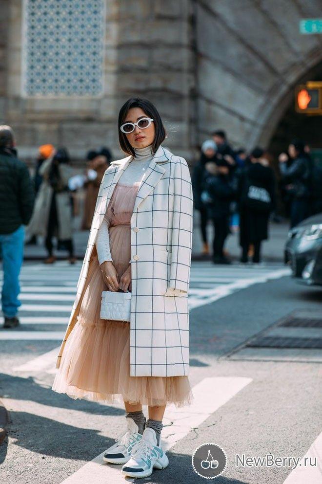 Street style на неделе моды в Нью-Йорке осень-зима 2018-2019   Что ... 167996c2c8e