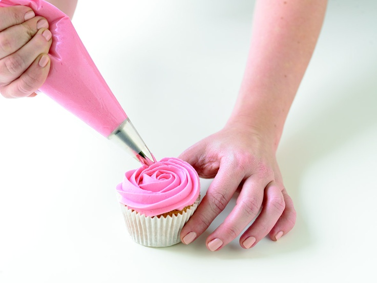 How to make Buttercream Roses on Cupcakes