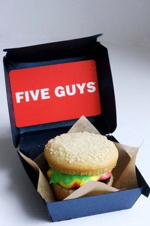 Father's Day idea #lifestylecrafts #bakerella #cupcake
