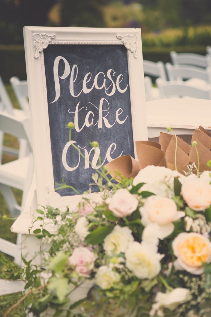 A VS styled wedding. Flowers from Flower lounge. Photography by Kate O'Neill