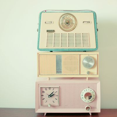 I love these vintage radios and pastel colours!