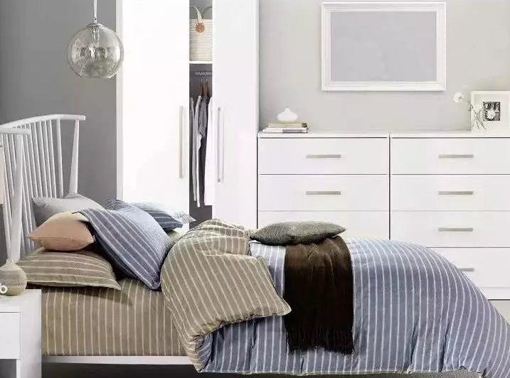 Posteľná bielizeň v sivej farbe