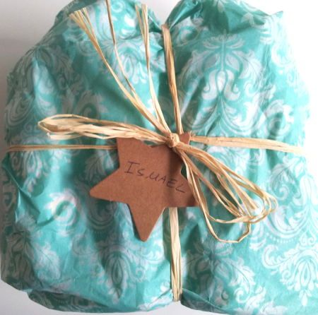 Nuestro pack para el #cuidado del #bebe incluye: - Papel seda de un color bonito - Una etiqueta en forma de estrellita para poner el nombre del bebé. Si quieres que el nombre esté escrito en la estre-llita, envíanos un mensaje al hacer la compra o un email a info@agarnatur.com. - Mucho cariño #Sintoxicos #crueltyfree #sintestarenanimales #cuidadodelbebe #ecobebe #vidasana #cosmetica-natural #piel #sensible #delicada #reciennacido