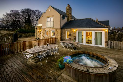Northumberland holiday cottage with hot tub - Hastings House in Seahouses