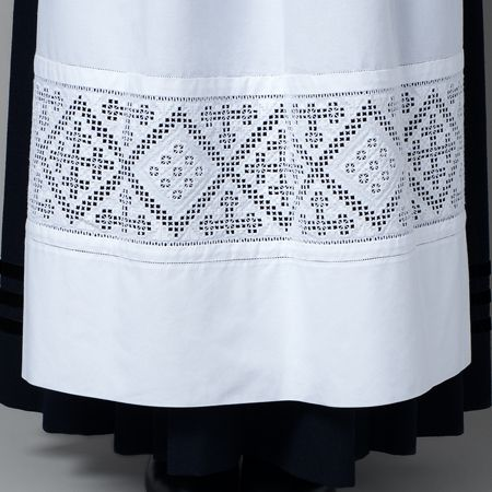 Forklede voss. Apron for the Voss bunad with hardanger embroderies.