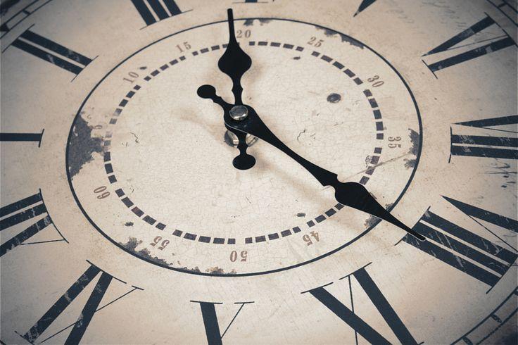 CORONATIOJ STARTS AT MIDNIGHT vintage clock by Enrique Ramos López