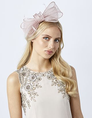 Wrap up your occasion look with a head-turning finish, courtesy of our Ophelia vintage bow fascinator. This beautifully crafted headpiece showcases delicate ...