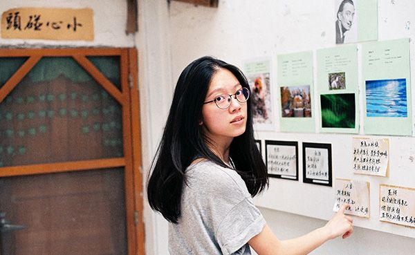 When writing in Chinese, remember to say the modifier first. Read about all the insider tips on how to write like a fluent Chinese speaker firsthand from a teacher who's proofread a lot of common mistakes written in Chinese. - Chinese (Mandarin) learning article