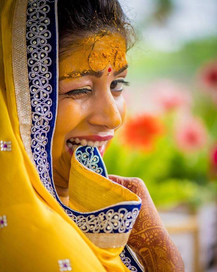 😀Oh, so funny! Photo by Colors For Life, Bhopal #weddingnet #wedding #india #indian #indianwedding #weddingdresses #mehendi #ceremony #realwedding #lehenga #lehengacholi #choli #lehengawedding #lehengasaree #saree #bridalsaree #weddingsaree #indianweddingoutfits #outfits #backdrops #groom #wear #groomwear #sherwani #groomsmen #bridesmaids #prewedding #photoshoot #photoset #details #sweet #cute #gorgeous #fabulous #jewels #rings #tikka #earrings #sets #lehnga