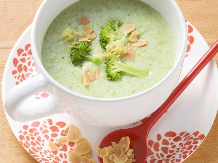 Brokkoli-Mandel-Suppe - smarter - Zeit: 30 Min. | eatsmarter.de