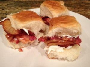King's Hawaiian Recipe: Fried Apple Bacon Buns
