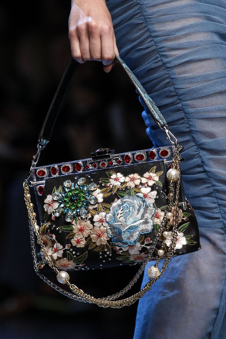 Dolce & Gabbana Accessories: Dolce & Gabbana Spring 2016 Ready-to-Wear Collection Photos - Vogue