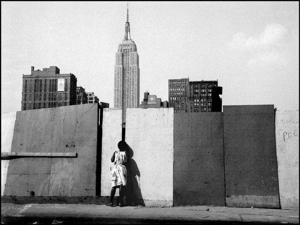 NYC. East 32nd Street, 1981.  // © Raymond Depardon / Magnum Photos