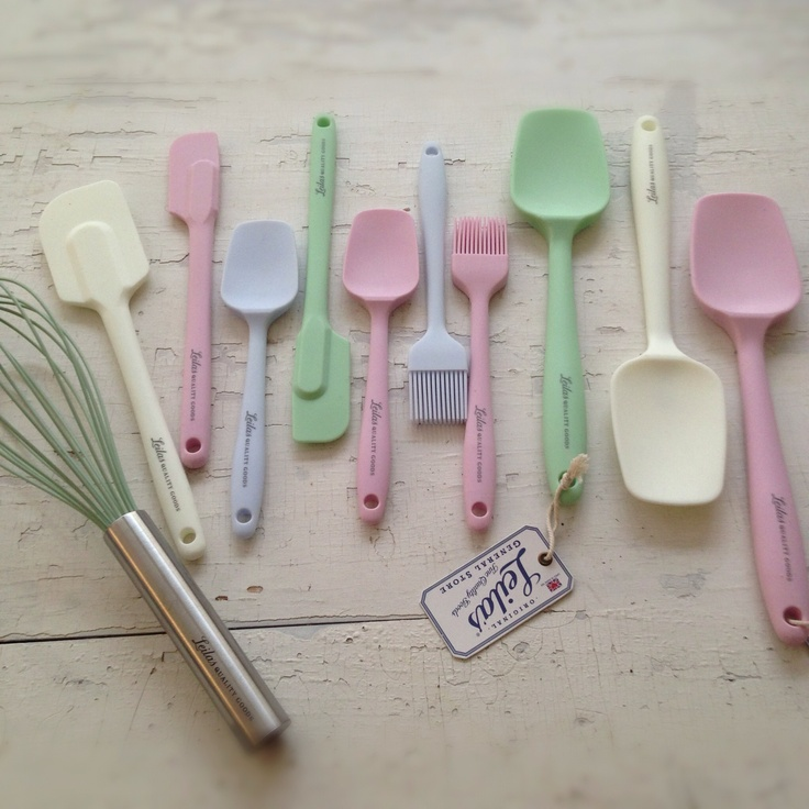 New Colors on spatulas, heat resistant up to 260 degrees C. Find them on www.leilasgeneralstore.com
