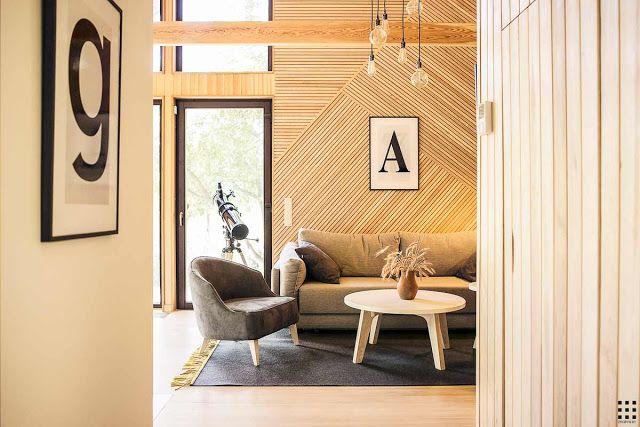 Arhitecții de la Zrobym  au ridicat de la zero această frumoasă casă modernă din lemn, de numai68 m², în apropiere de Minsk, Belaru...