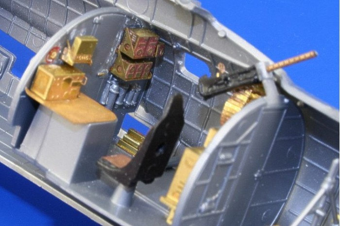 b 17 bomber models | Eduard 49361- Boeing B-17G Flying Fortress mid section interior PRE ...