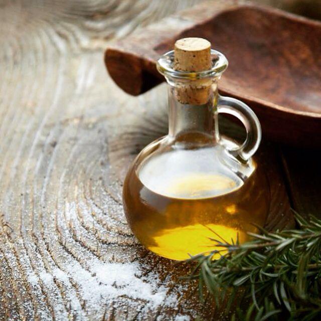 Settembre, nuovo Olio del Mese: MONTI IBLEI GULFI D.O.P. dalla Sicilia. Quest'olio extra vergine d'oliva viene prodotto esclussivamente in un solo piccolo comune del ragusano, Chiaramonte Gulfi. E' un monovarietale, realizzato con il 100% di Tonda Iblea, cultivar autoctona. Si presenta con un colore verde, profumo fruttato intenso con leggeri sentori erbacei, gusto fruttato con lievi note piccanti. Esprime il meglio di se su insalate, verdure cotte, carni rosse