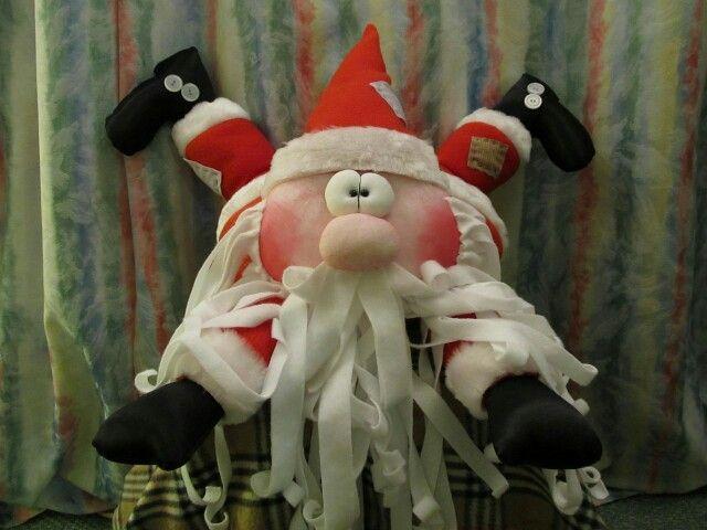 Дедулька Мороз. Красные щеки.  Можно под елку. Можно в качестве подушки - хорошо вздремнуть