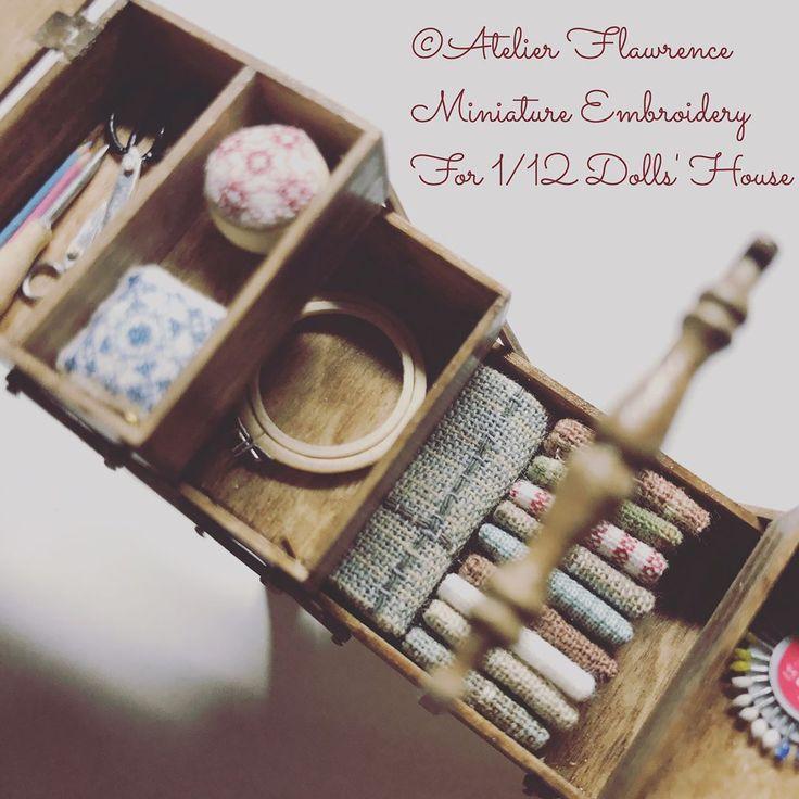 今週末から作品展があります。 5月20日(土) 11:00〜17:00 5月21日(日) 11:00〜16:00 五番街 ドールハウス作品展 in 金沢 カフェ&ギャラリー 三味 2F 石川県金沢市東山1-15-13 入場無料なのでお近くの方は是非 ご覧下さい。 脚付き裁縫箱アンティーク風を 展示させていただく予定です。 #ミニチュア #ドールハウス #作品 #展示 #作品展 #脚 #裁縫箱 #アンティーク #石川県 #金沢市 #カフェ #ギャラリー #五番街 #miniature #dollhouse #exibition #sewingbox #antique #cafe #gallery