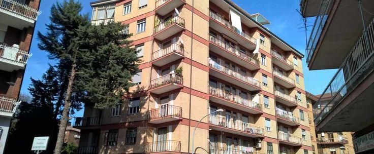 Appartamento/attico con ottima esposizione e luminosità, da ristrutturare con varie soluzioni di divisioni interne. Annesso balcone/terrazzino per complessivi mq 16.