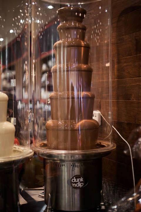 Whoa! Milk chocolate fountain @ Dunk 'n Dip