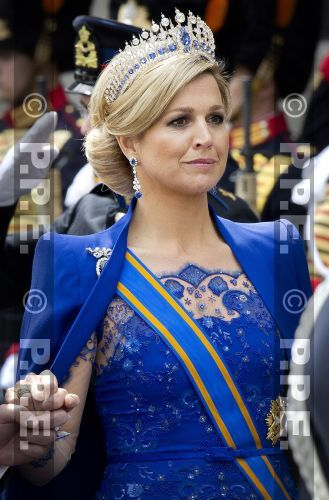 QUEEN MÁXIMA AT THE INAUGURATION OF KING WILLEM-ALEXANDER. MÁXIMA IS WEARING THE MELLERIO SAPPHIRE TIARA.