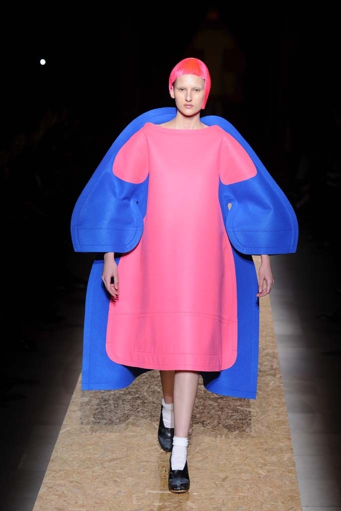 Comme des Garçons (fall '12)   Clothes in two dimensions...