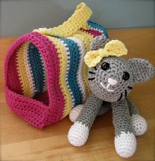 Free Crochet Pattern Dog Carrier : 17 Best images about Crochet on Pinterest Free pattern ...