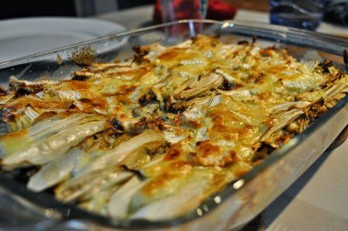 gegratineerd gevuld witloof met appeltjes en blauwe kaas