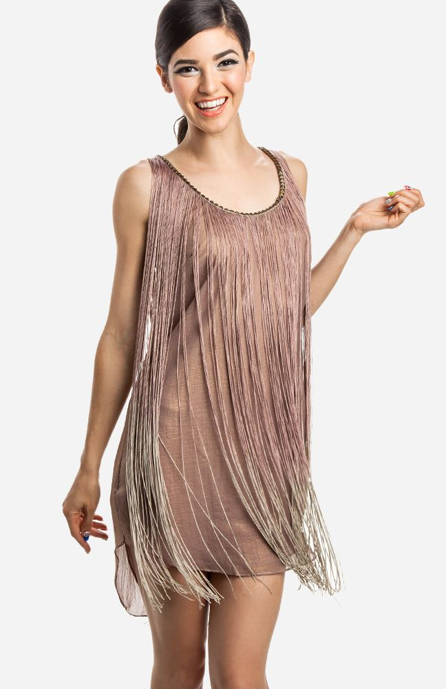 Look sparkling in our stunning flapper-style dresses! Choose from extravagant embellishments and delicate trims to add glamour to your evening ensemble. Attend a formal dinner party in an elegant, 20s-style dress with a romantic ruffled hem.
