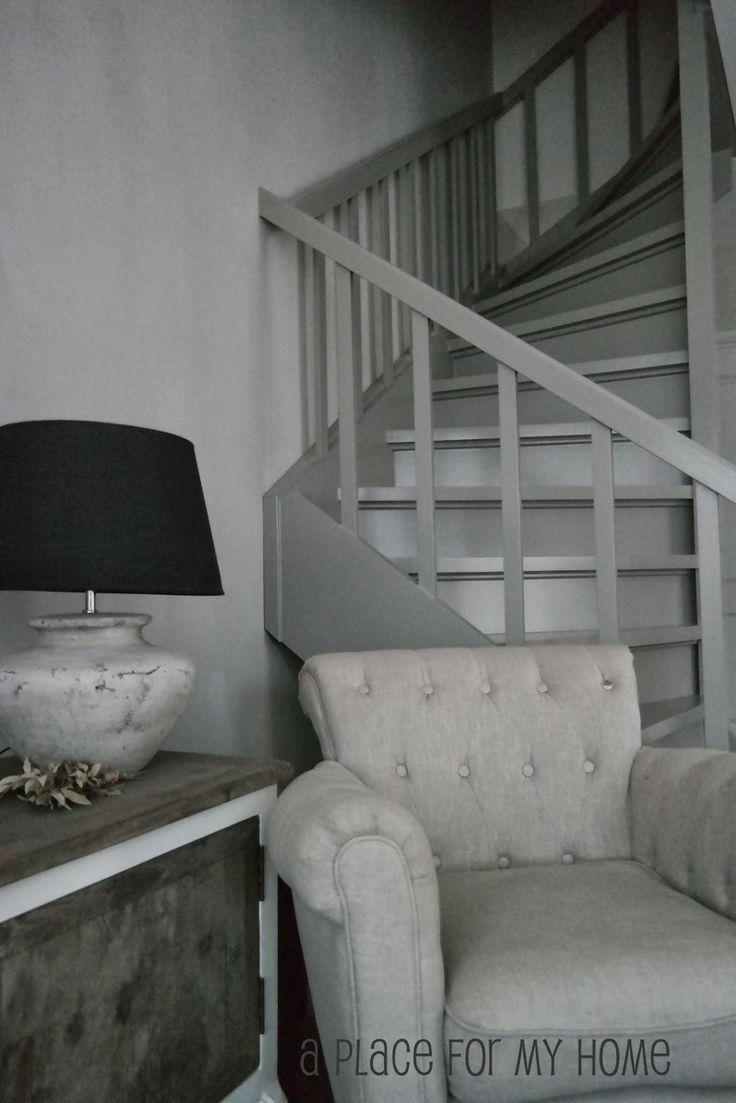 25 beste idee n over grijze muur verven op pinterest grijze verfkleuren grijze muren en - Kleur trap schilderij ...