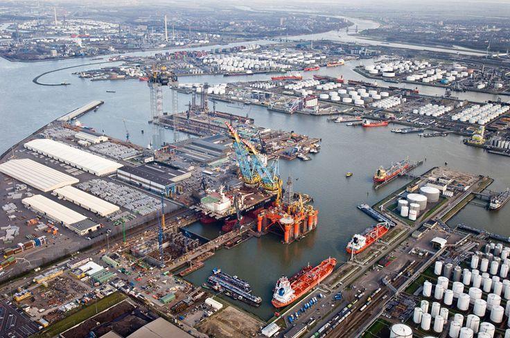 Luchtfoto; De haven van Rotterdam