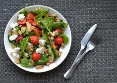 Zomerse Spinazie Salade met Aardbeien en Balsamico. Ook lekker met linzen en wilde zalm.