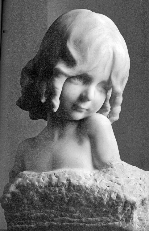 """""""Lily"""", escultura en mármol de Rebeca Matte, Santiago, 1904. Sociedad de Instrucción Primaria, Santiago."""