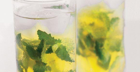 Té verde helado con menta y miel