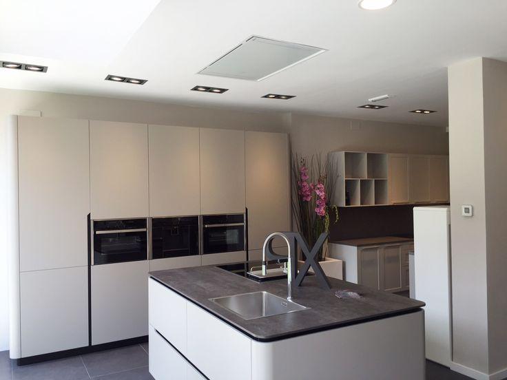 Dise o de cocina con campana de techo pando e 217 - Cocinas con campanas decorativas ...