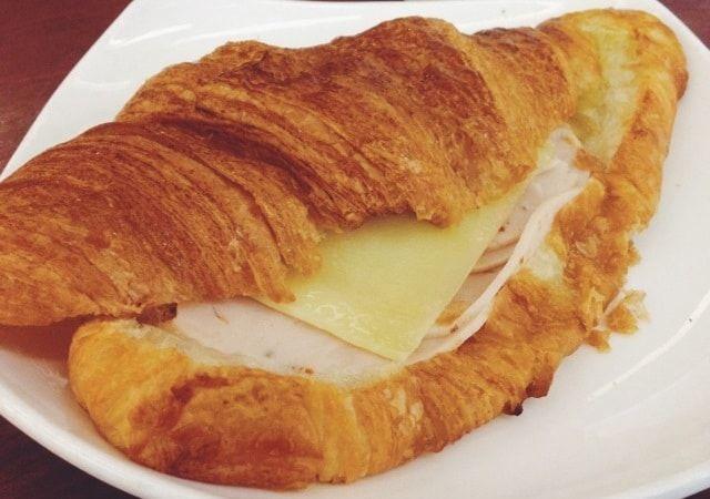 كم سعرة حرارية في كرواسون الجبن Nbsp كرواسون الجبن هو عبارة عن معجنات يتم تحضرها على الطريقة الفرنسية محشية بالجبنة اللذيذة فإذا كنتي ت Food Breakfast Toast