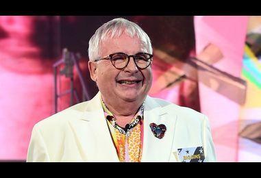 Celebrity Big Brother: Ofcom investigates Christopher Biggins' bisexuality remarks - BBC News