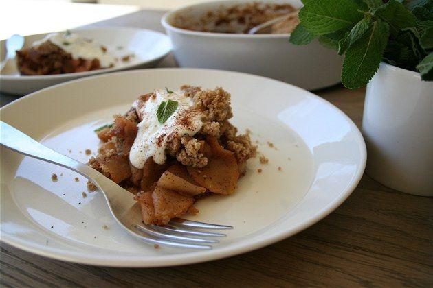 Pár ingrediencí, minimum času a skvělý jablečný crumble je na světě - iDNES.cz