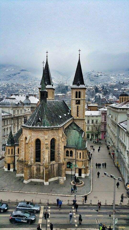 """Sarajevo- """"Jer ovo je grad u kome mozda i nisam bio najsrecniji, ali u kome i kisa kad     pada nije prosto kisa."""""""