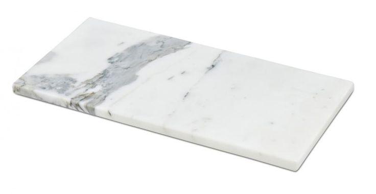 HAY Et rektangulært skjærebrett i marmor som også tar seg godt ut som dekorasjon på bordet. Fås i 2 størreser: X-small : L35 x B18 x H1,5 cm Small : L46 x B20 x H2 cm