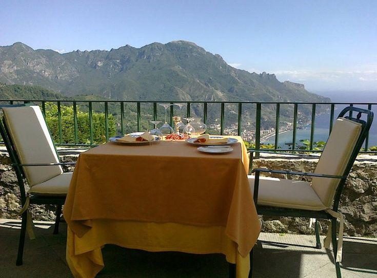 Rosellinis, Ravello – Itália com vista para o Mediterrâneo e vilas de pescadores.